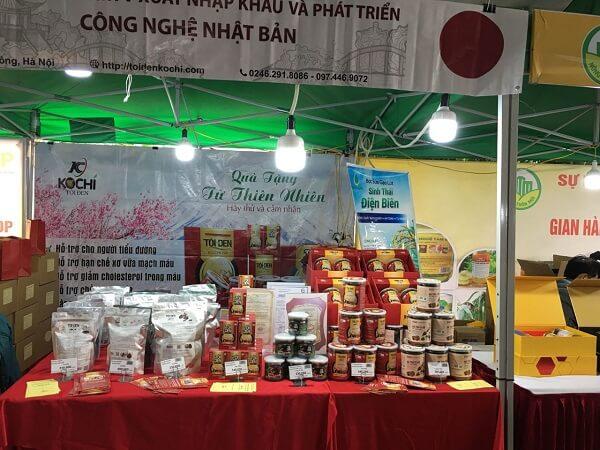 Gian hàng tỏi đen Kochi và hà thủ ô đỏ chế Kochi tại hội chợ